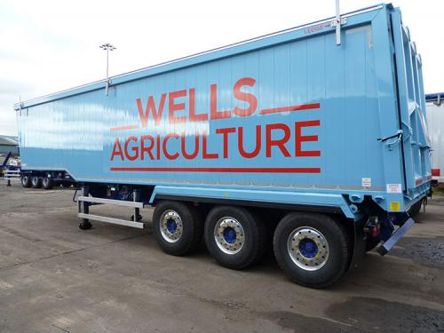 Bulk tipping trailer, Step frame chassis, Plankside, Sloping forward headboard, air locking taildoor.