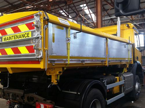 Steel and alloy plank dropside rigid 3 way tipping body.